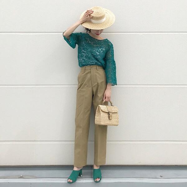 ターコイズグリーン×麦わら帽子のコーデ画像