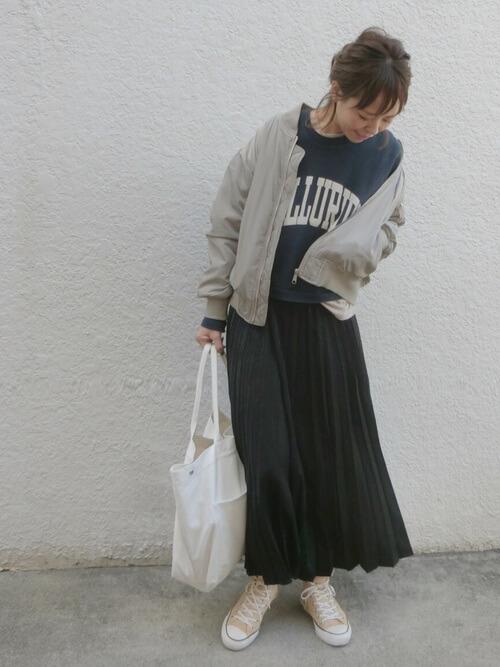古着ロゴスウェット×ロングスカートのコーデ画像
