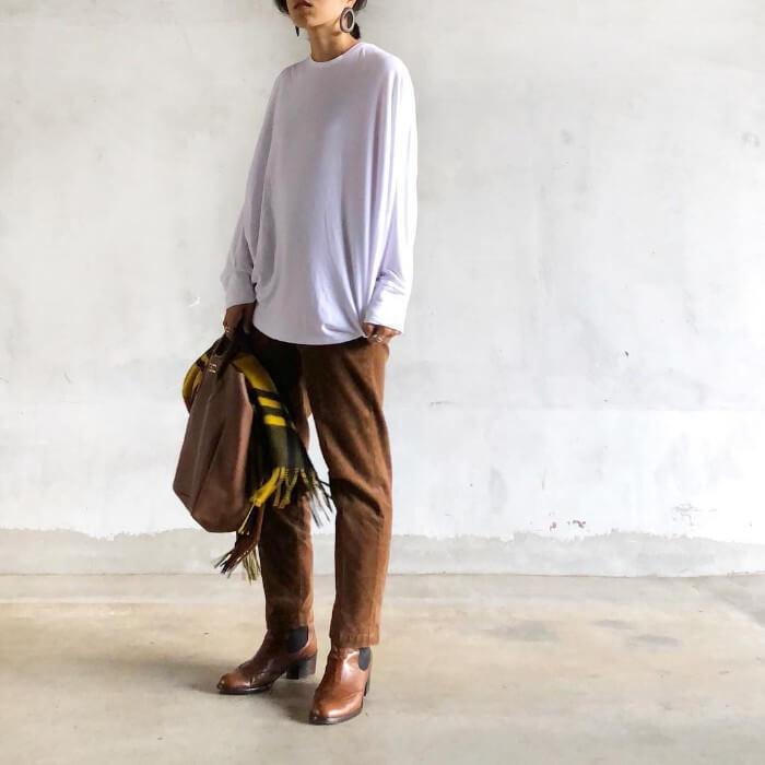 白ロングTシャツのマニッシュコーデのコーデ画像