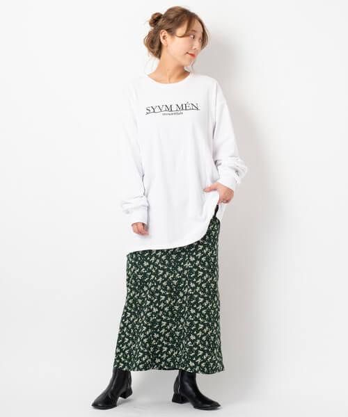 トレーナー×小花柄マーメイドスカートのコーデ画像