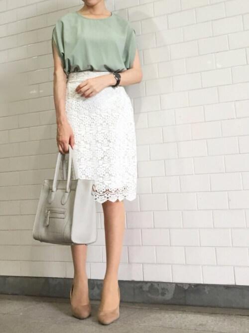 白レーススカート×ペールトーンカラーのコーデ画像