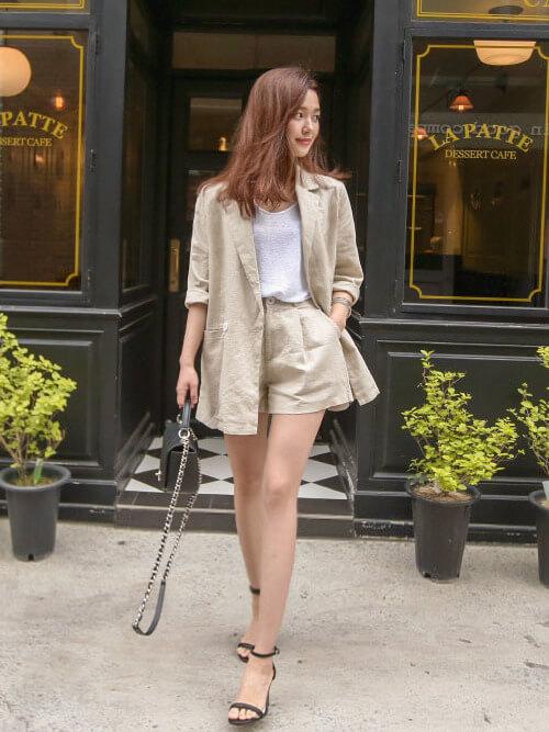 「パリジェンヌ ファッション」ワードローブのストラップシューズの画像