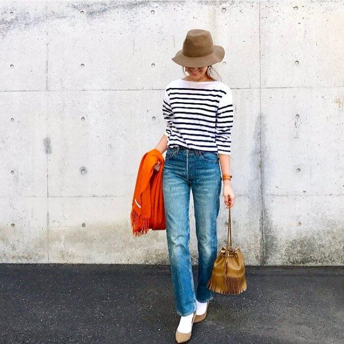 中折れ帽子×ボーダーシャツ×デニムパンツのコーデ画像