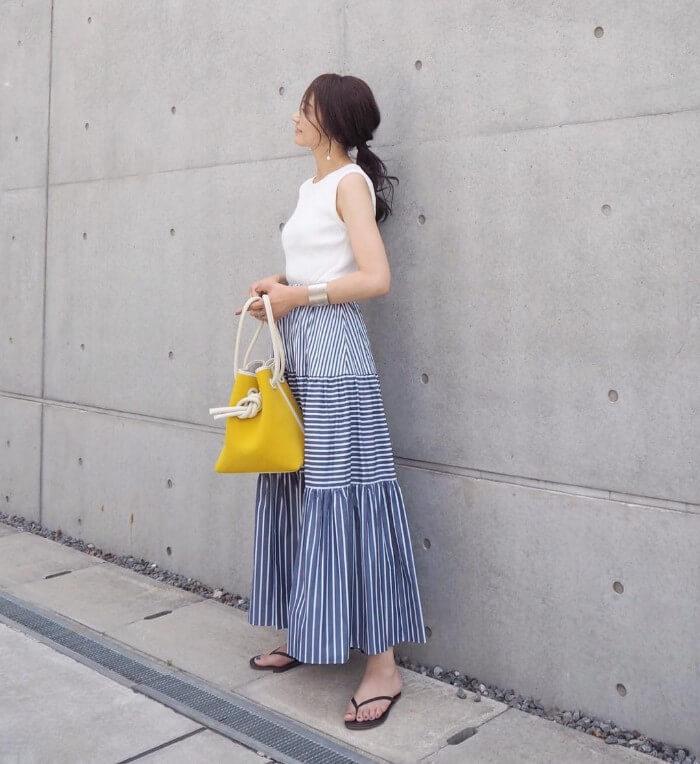 ティアードデザインのストライプスカートのコーデ画像