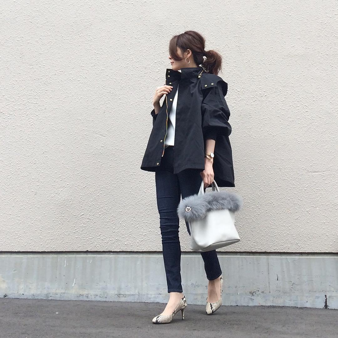 ミリタリージャケット×黒デニムのコーデ画像