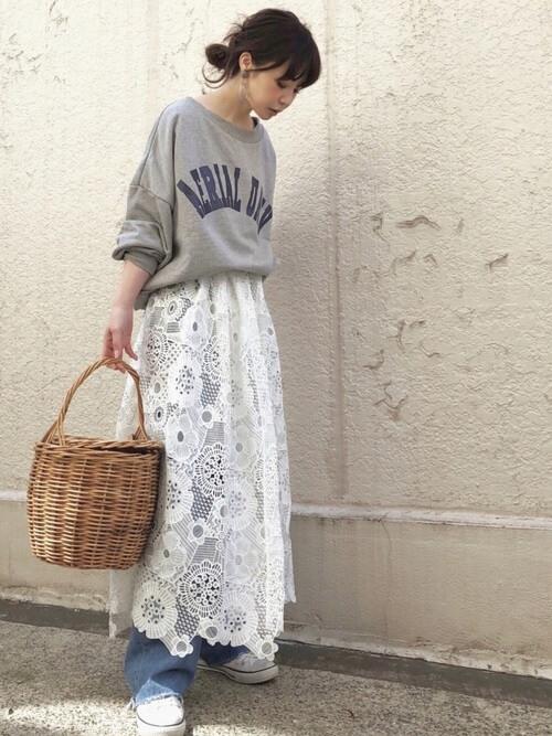 白レーススカート×デニムのコーデ画像