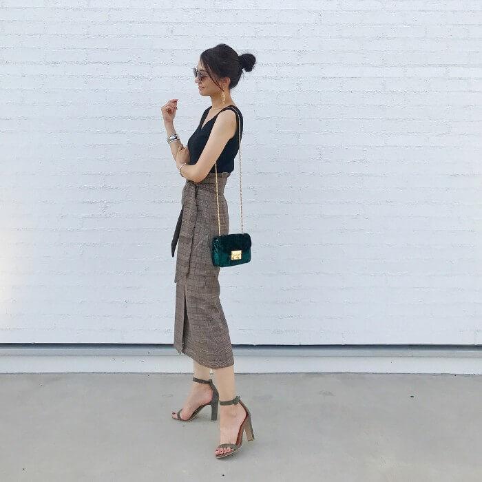 チェックロングスカート×Vネックのコーデ画像