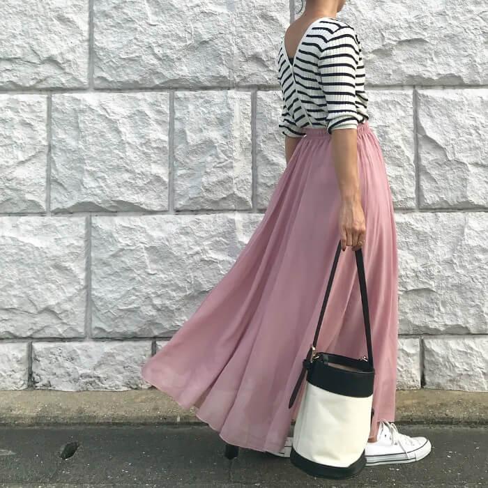 ボーダーT×くすみピンクフレアスカートのコーデ画像