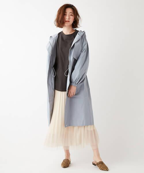 ロングパーカージャケット×白チュールスカートのコーデ画像