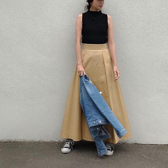 デニムジャケット(Gジャン)×ベージュボックススカートのコーデ画像