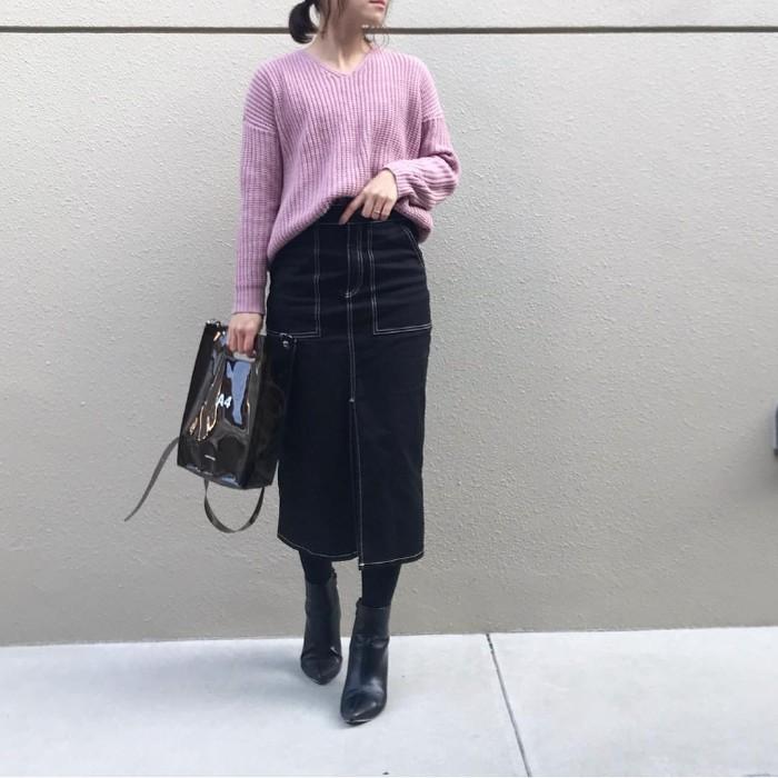 パステルパープルニット×デニムスカートのコーデ画像