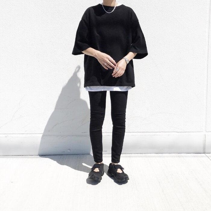 黒T×白Tのコーデ画像