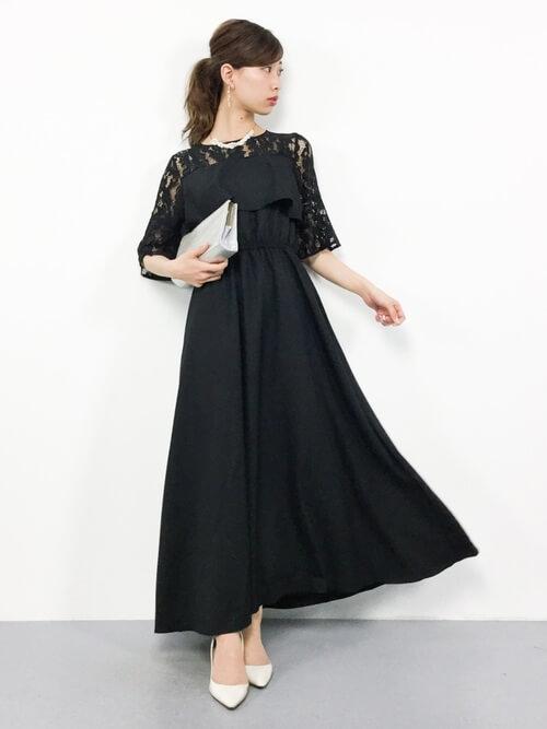 フレアスカート型黒ワンピースのコーデ画像