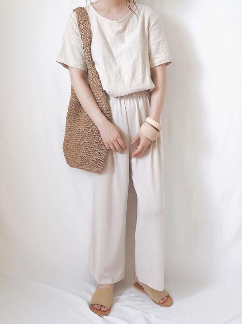 アイボリーリネンプルオーバーシャツ×ワイドパンツのコーデ 画像
