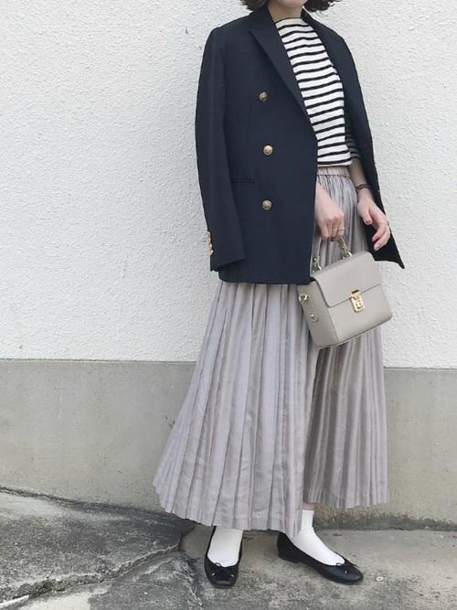 紺ブレ×グレープリーツスカートのコーデ画像
