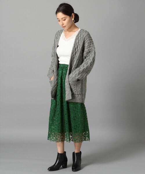 グリーンレーススカートとざっくりカーディガンのコーデ画像