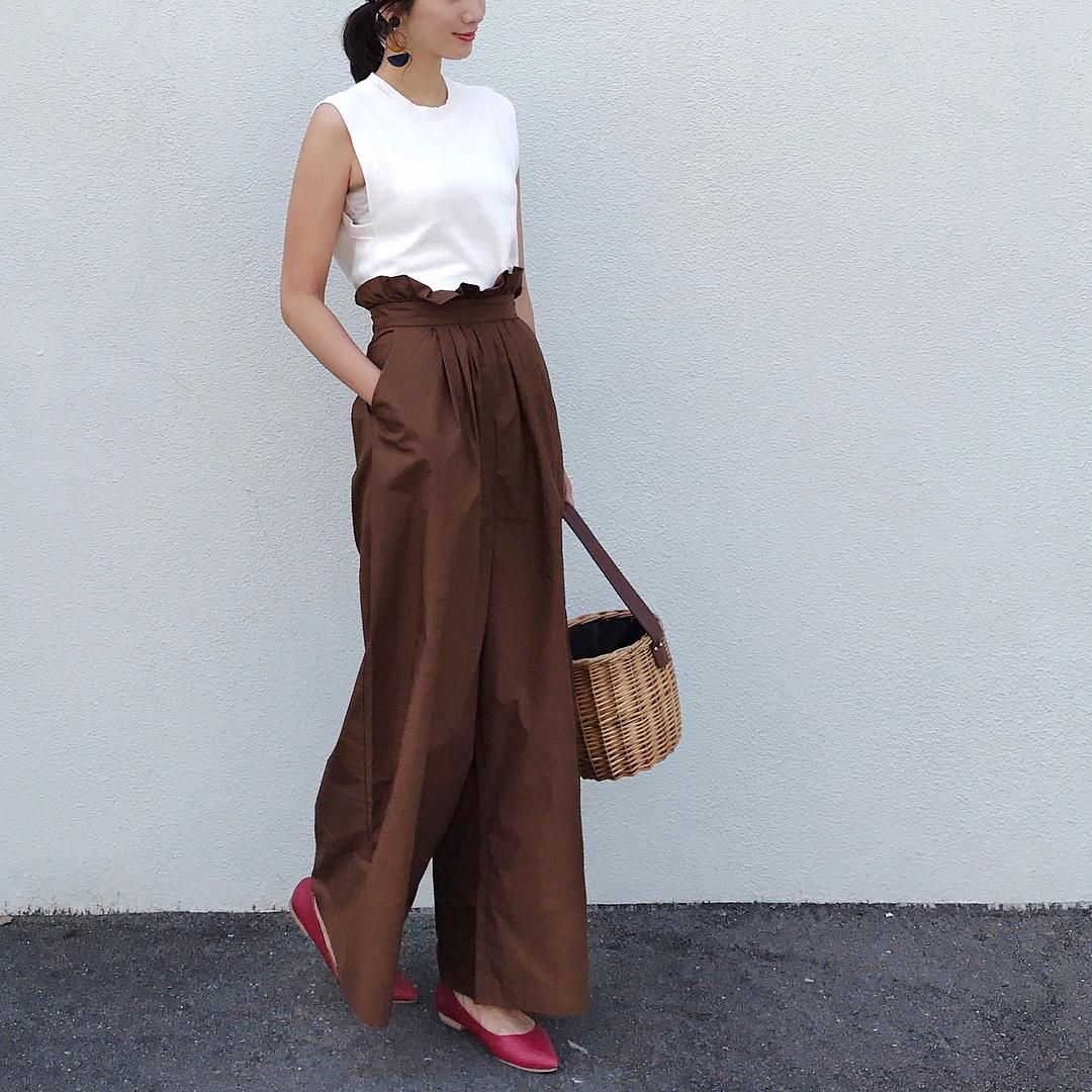 カラーシューズのアラサーファッション画像