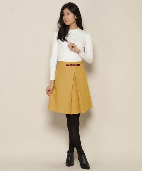 タイトトップス×センターボックススカートのコーデ画像