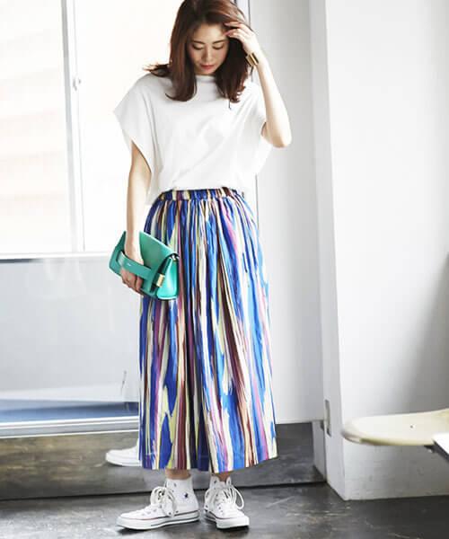 ペイント風ストライプスカートのコーデ画像