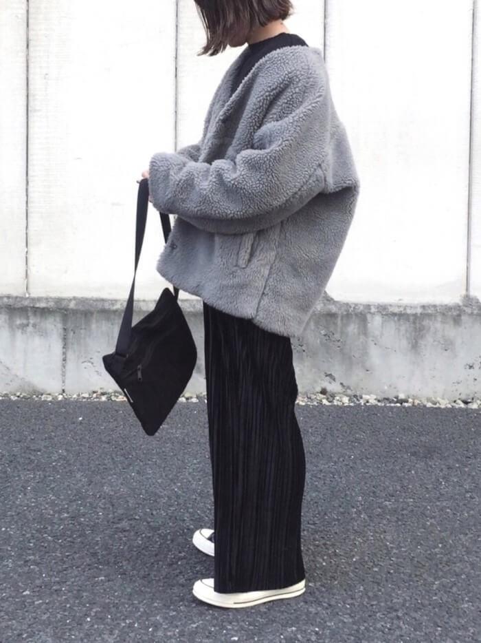 ベロアパンツ×ボアハーフコートのコーデ写真