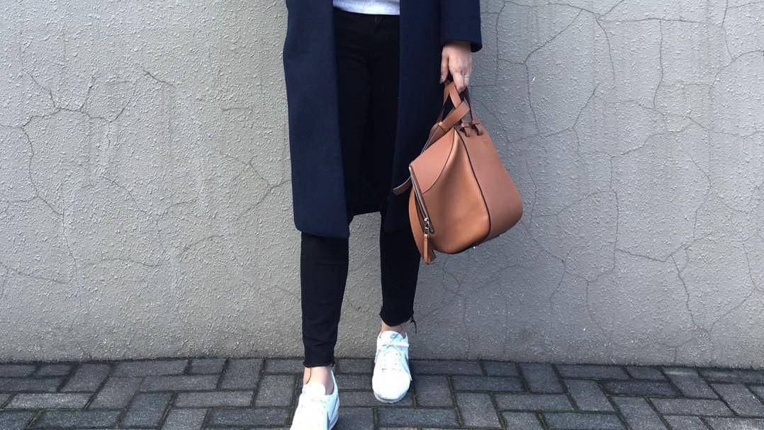 メリハリ色×スリムシルエットで作る着やせファッション