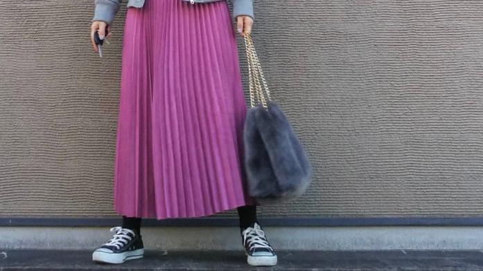 カラーで雰囲気が変わる!ロングプリーツスカート冬コーデ