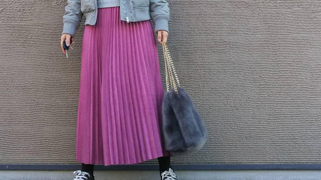 ロングプリーツスカートなら着こなし自由自在