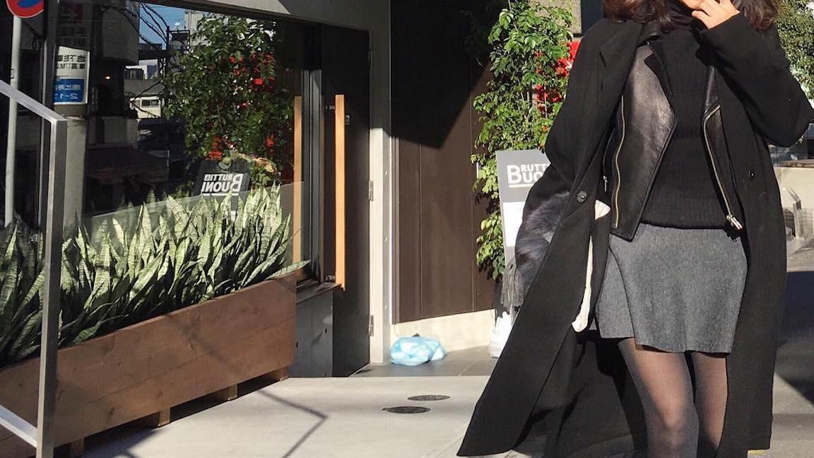 秋に着るミニスカートは女性らしさをアピールできる奥の深いアイテム
