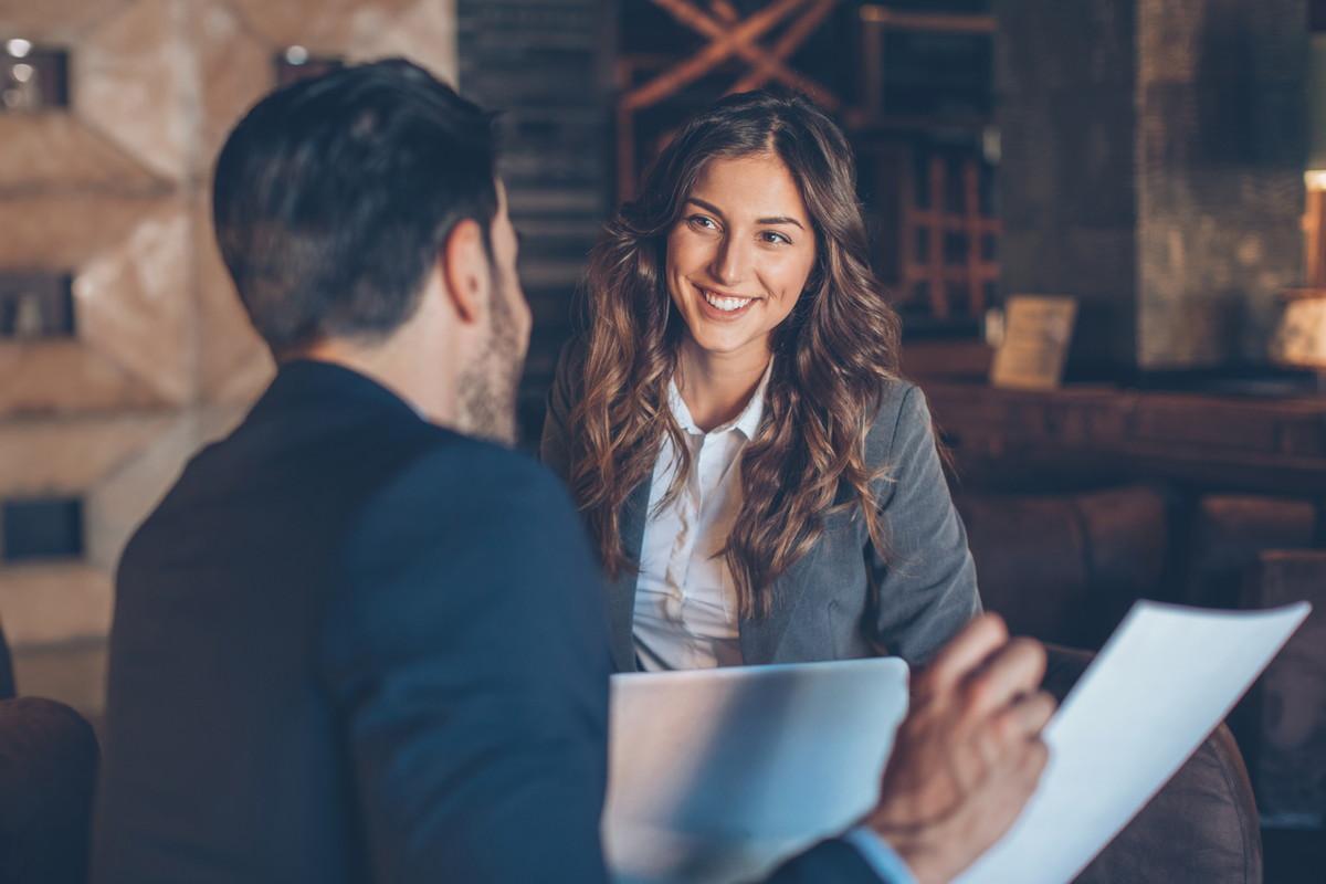 職場の片思いが進展しない…両思いになれるアプローチ方法と脈アリサインをチェック!