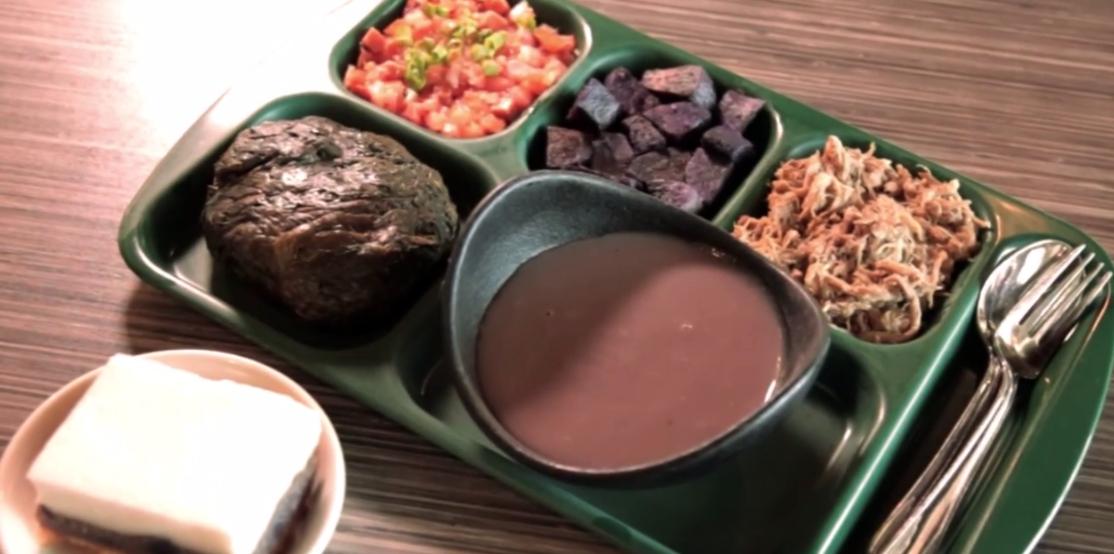 伝統的なハワイ料理が楽しめる「Highway Inn」
