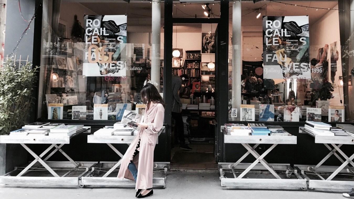 ベロアガウンが主役のフェミニンオータムスタイル/ ETRÉ TOKYO in Paris #3