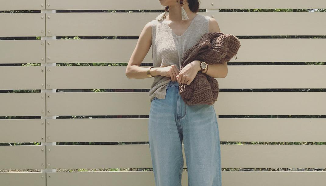 秋の重めファッションに最適!デニムワイドパンツでスタイルアップを手に入れよう