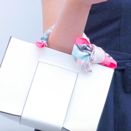 【DIY】いつものバックをオシャレにアレンジ!スカーフの結び方Vol.2