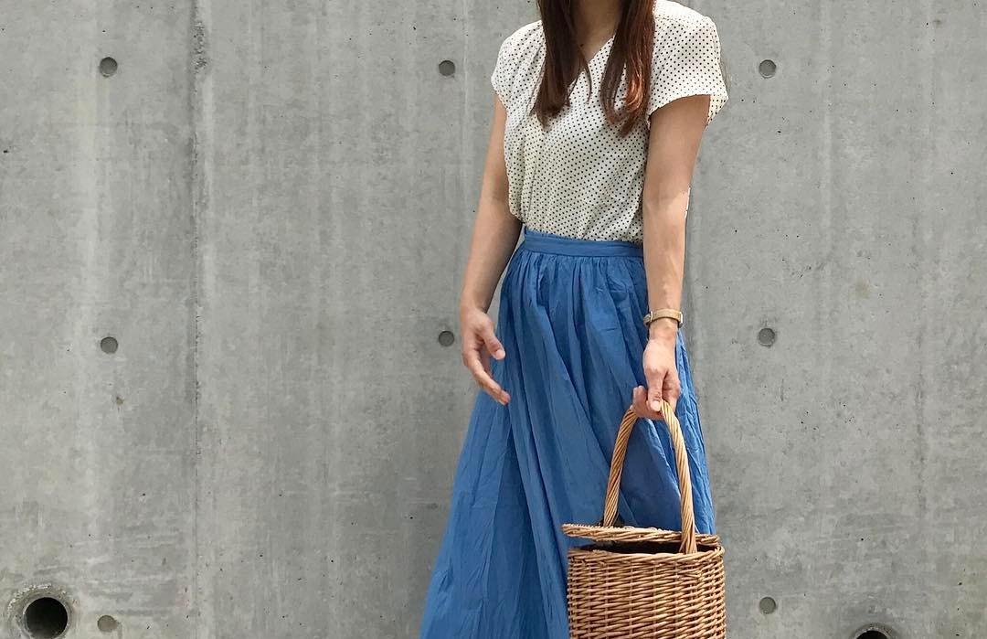 マキシスカートでワンランク上の春夏コーデ!型にはまらないフェミニンスタイル