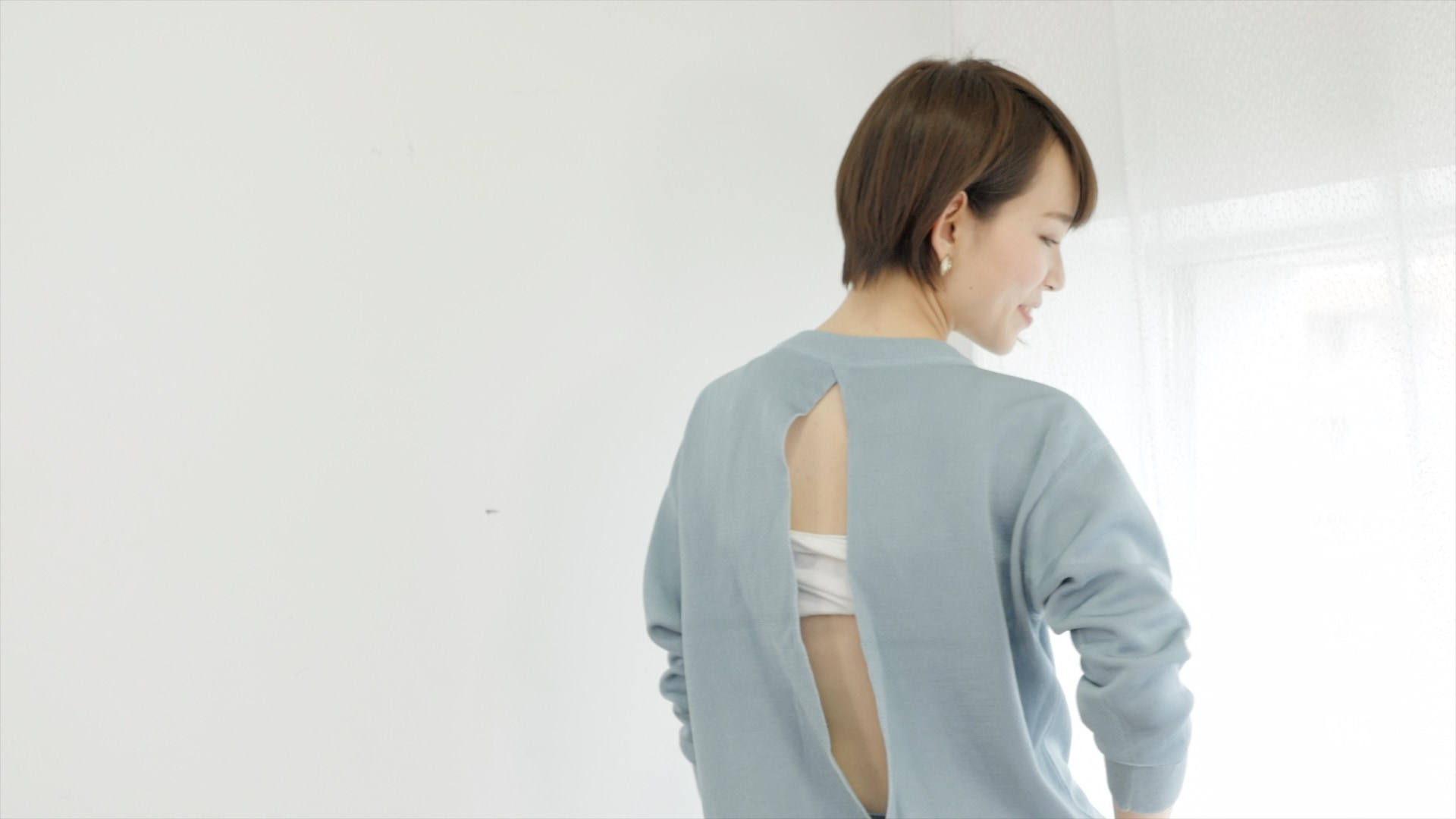 バックシャントップスも自信を持って着られる背中に/セルフマッサージ肩甲骨編