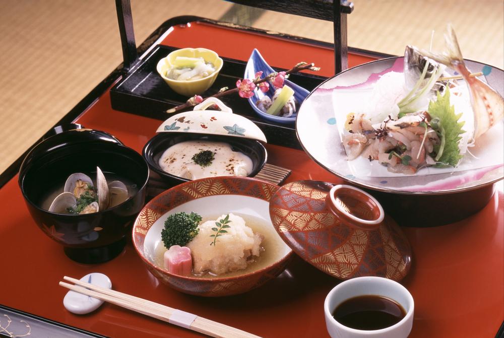 マナー講師が教えるNGテーブルマナー【和食編】