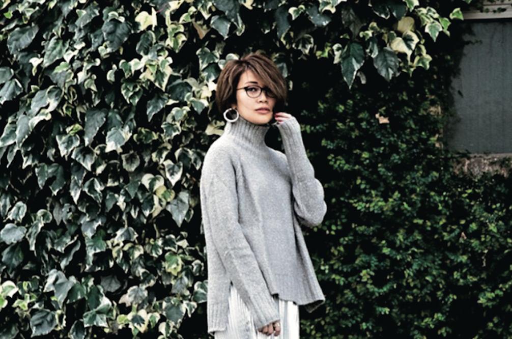 グレーのワントーンコーデは、スカートやヒールで女性らしさUP!/小山田早織さんの7days coordinate #Day6