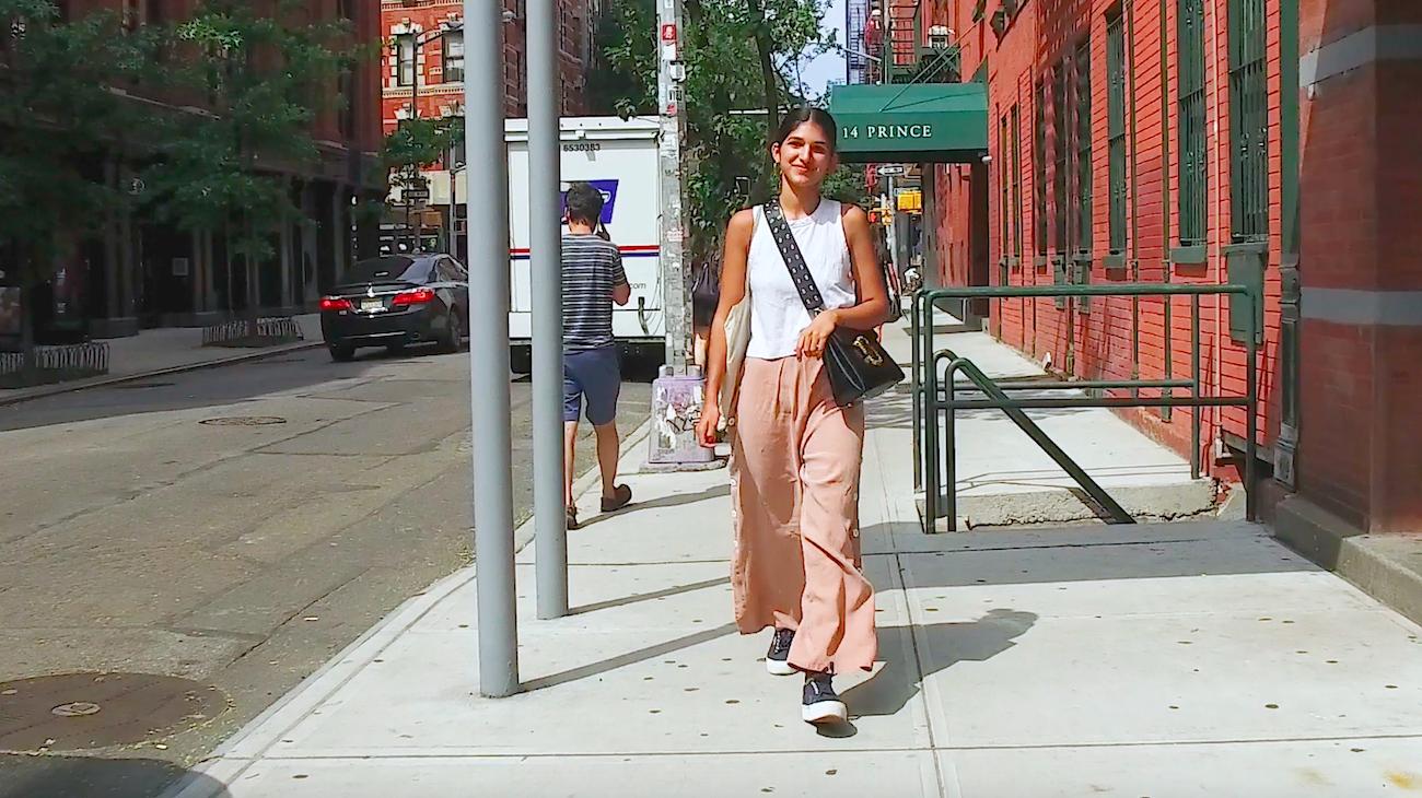 【NY】ダスティピンクのワイドパンツでモノトーンスタイルに女性らしさプラス