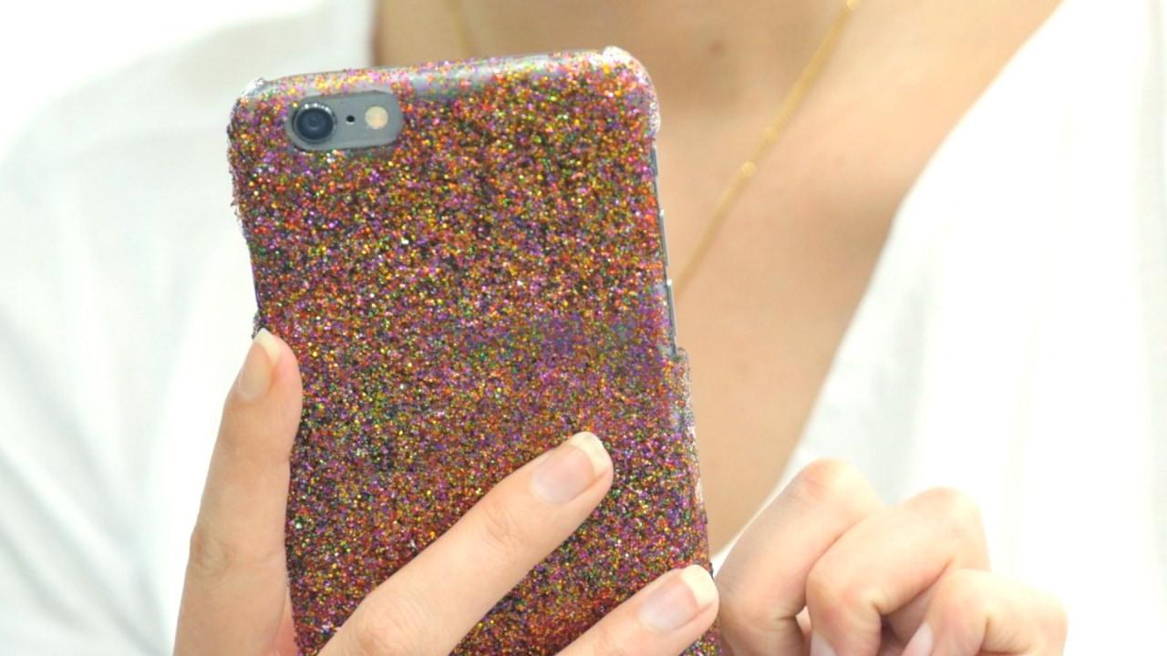 【DIY】売ってそうで売ってない!あなただけの色合いのグリッターiPhoneケース
