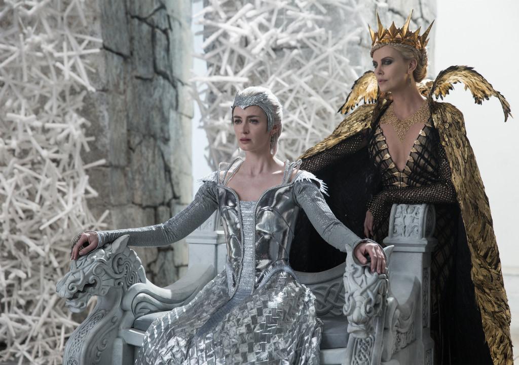 """""""この世で一番美しく、邪悪な姉妹""""映画『スノーホワイト−氷の王国−』"""