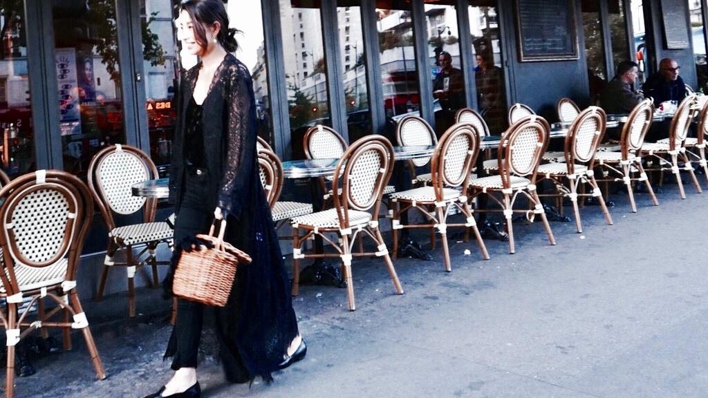 レースガウン投入でオールブラックスタイルに華やかさプラス/ETRÉ TOKYO in Paris #4