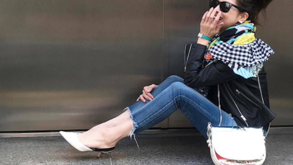 大人女子なら持っていたい、足をきれいに見せてくれるパンプススタイルとは?