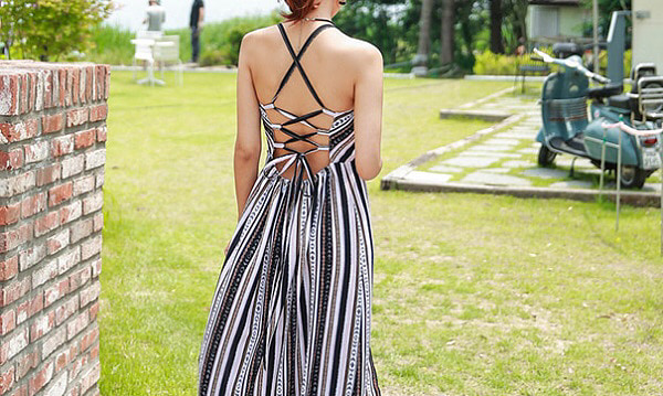 夏は色で遊ぶ!鮮やかカラーのキャミソールワンピースでとっておきファッション