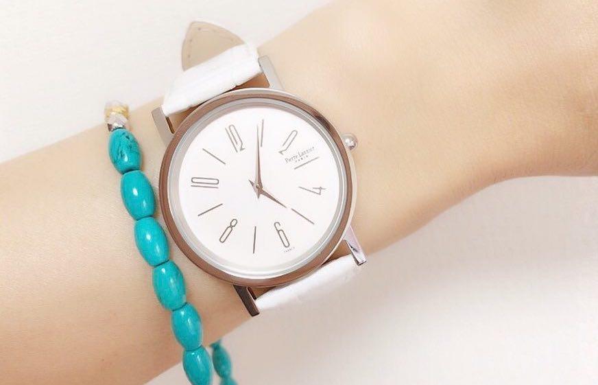大きめなデザインがトレンド!メンズライクな腕時計でマニッシュなアクセントを楽しむ