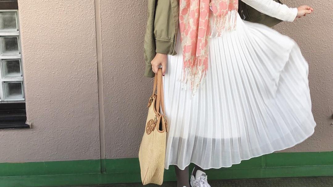 プリーツスカートをきれいに着こなす!最旬大人春コーデ