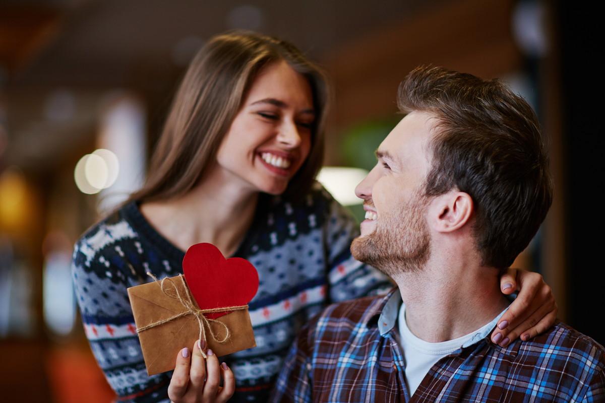 彼氏へ手紙を書こう!特別な日に贈る、喜んでもらえるプレゼント