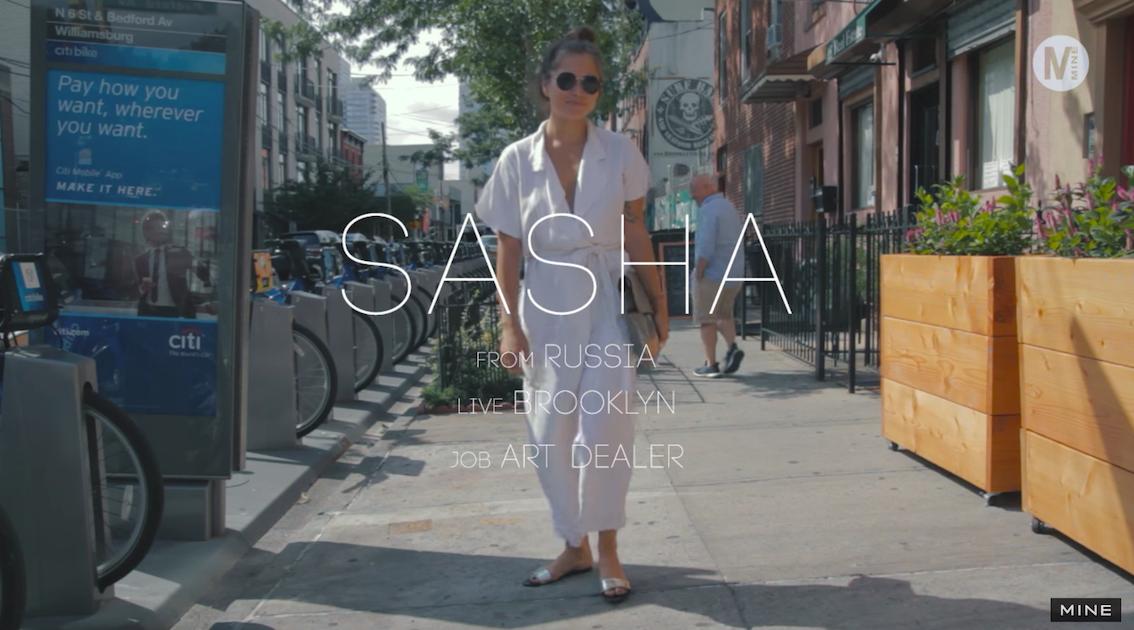 白のジャンプスーツでカジュアルすぎない大人の休日コーディネート!@Brooklyn, NY