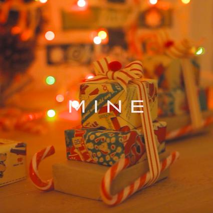 【DIY】小さいポンポンがついた可愛いクリスマスプレゼントラッピング!