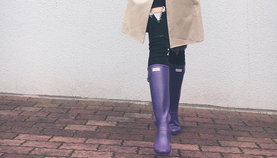 雨の日こそオシャレに!レインシューズで大人かわいいスタイルを