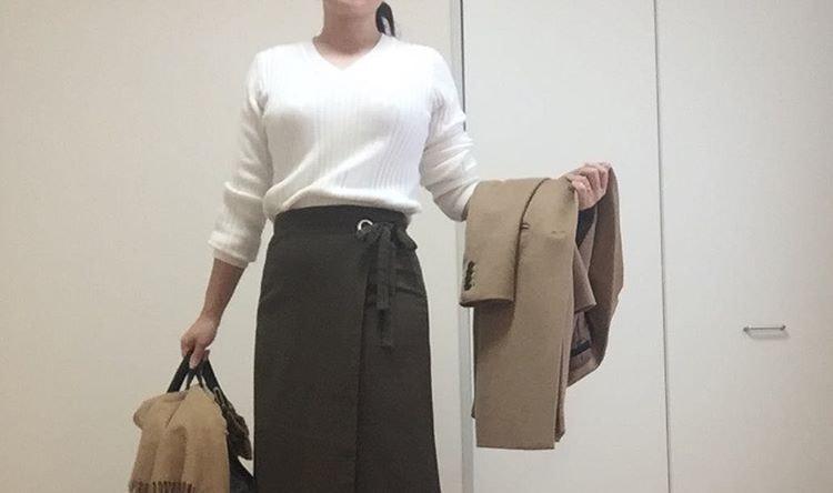 くるりと巻いてフェミニンコーデ。ラップスカートで見せる幅広コーデ術